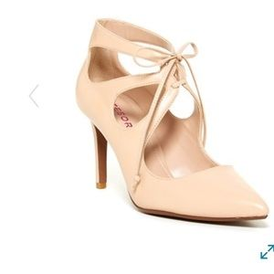 Tesori pointed nude colored heels